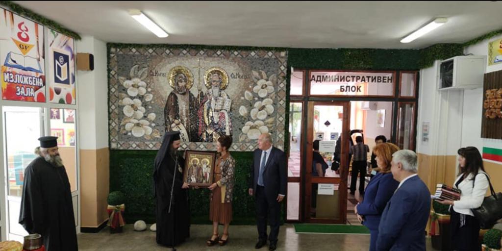 Вицепрезидентът Илияна Йотова откри учебната 2021-2022 година в Осмо СУ! - голяма снимка